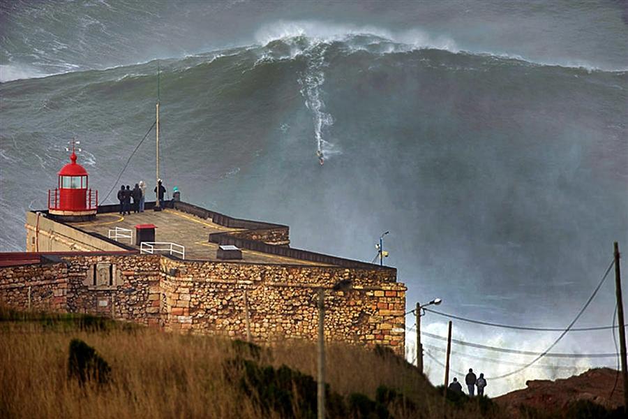 garrett-mcnamara-surf