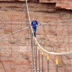 Nik Wallenda traverse le Grand Canyon sur un fil : une performance avant tout narcissique